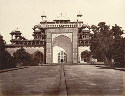 Front view of the Mausoleum of Akbar, Secundra. .